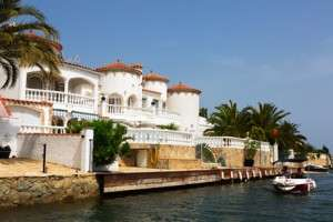 Maisons et appartements à Empuriabrava sur la Costa Brava Espagne