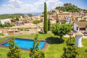 Vue depuis Begur village de la Costa Brava en Catalogne