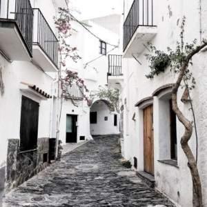 Rue de Cadaqués sur la Costa Brava